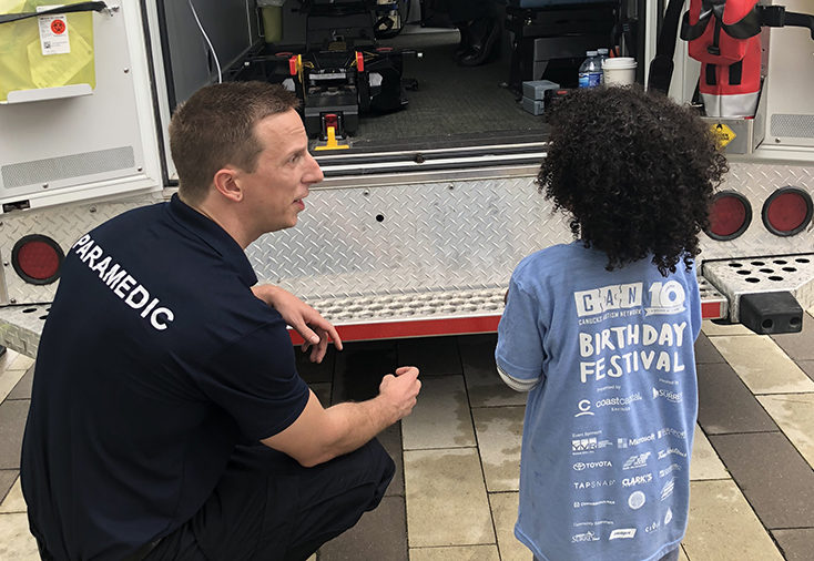 paramedic-talking-to-canucks-autism-network-participant